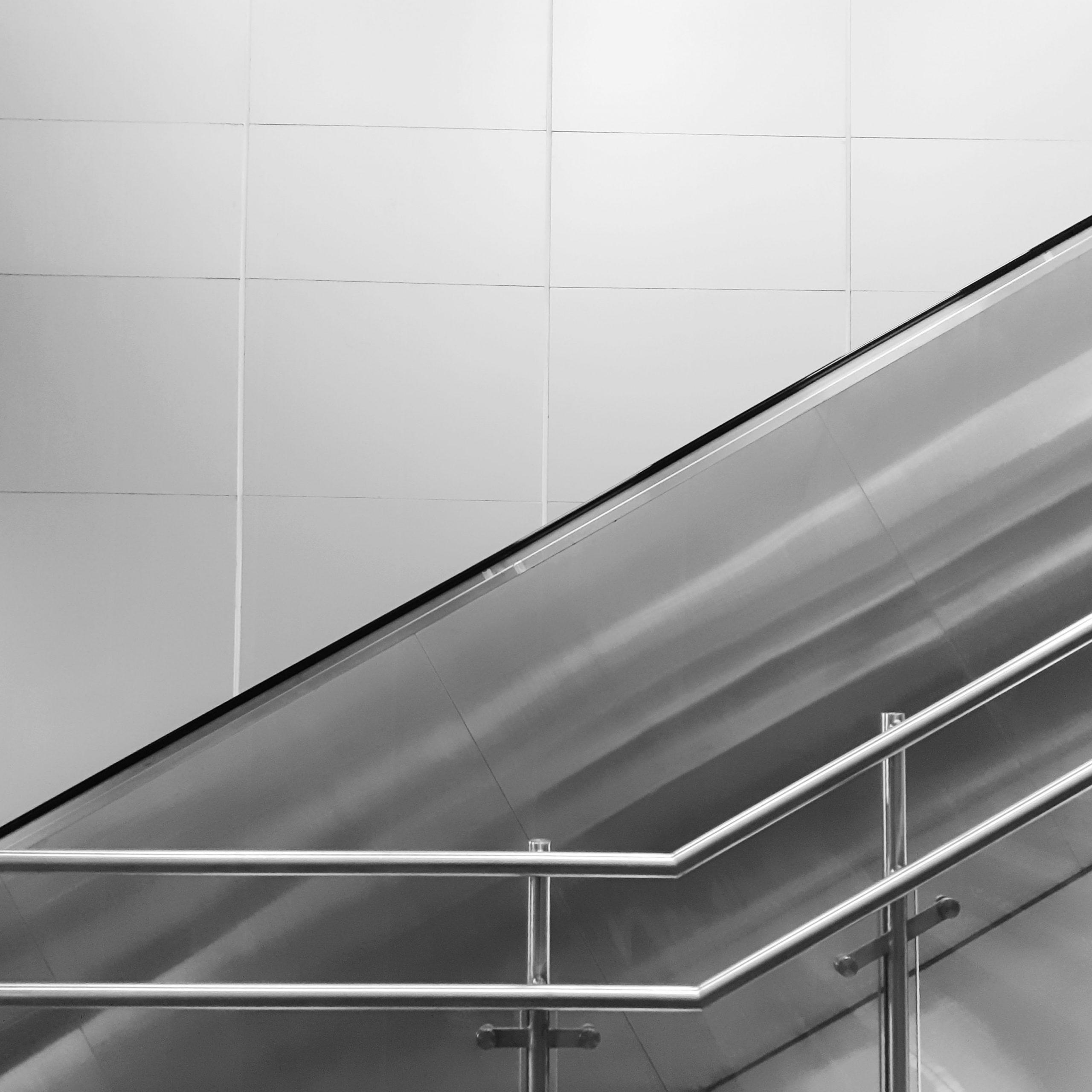 Balustrada stalowa – charakterystyka, zalety, cena.